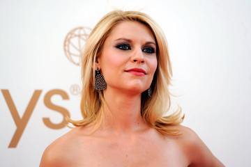 Claire Danes Makeup on Claire Danes  Makeup Look At The 63rd Primetime Emmy Awards Came